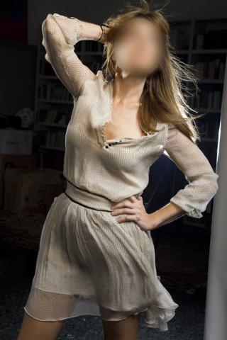 Mujer en vestido de gasa