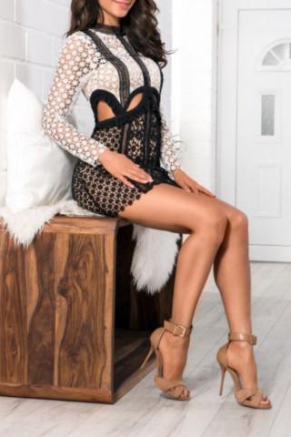 Puta en vestido sexy en tacones altos